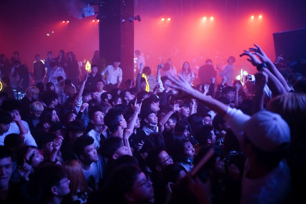 Wuhan'da gece hayatı: Partilere tepki yağıyor - 2