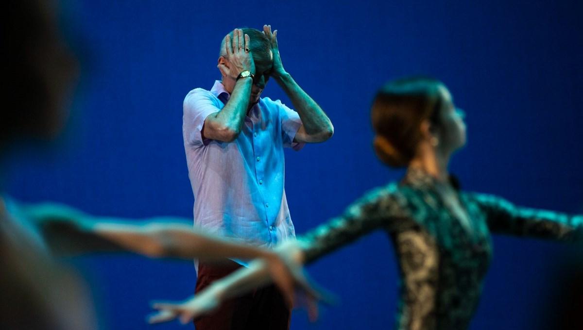 Bolşoy Bale Grubu'nun dansçısı, dekorun altında kalarak sahnede hayatını kaybetti