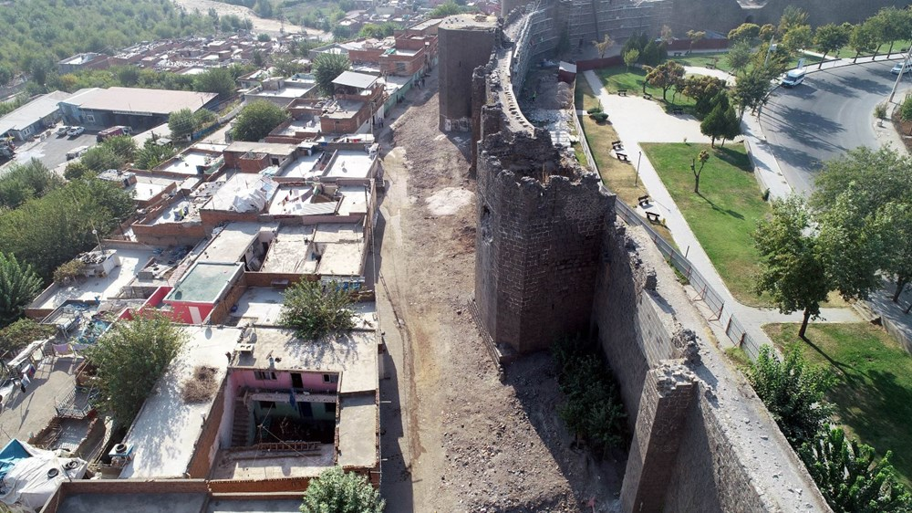 Diyarbakır'da gecekonduların yıkılmasıyla kitabe ve nişler ortaya çıktı - 5