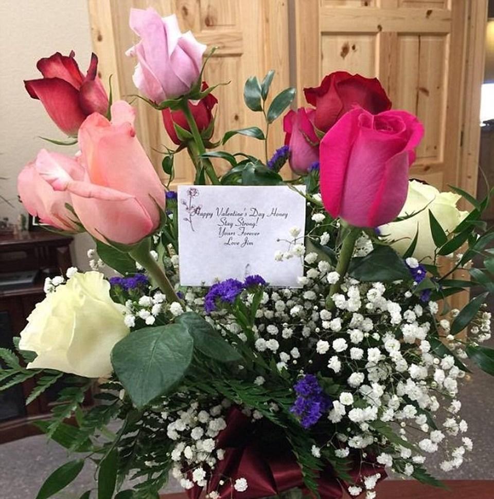 Shelly Golay, kocasından gelen çiçeği sosyal medya hesabından paylaştı