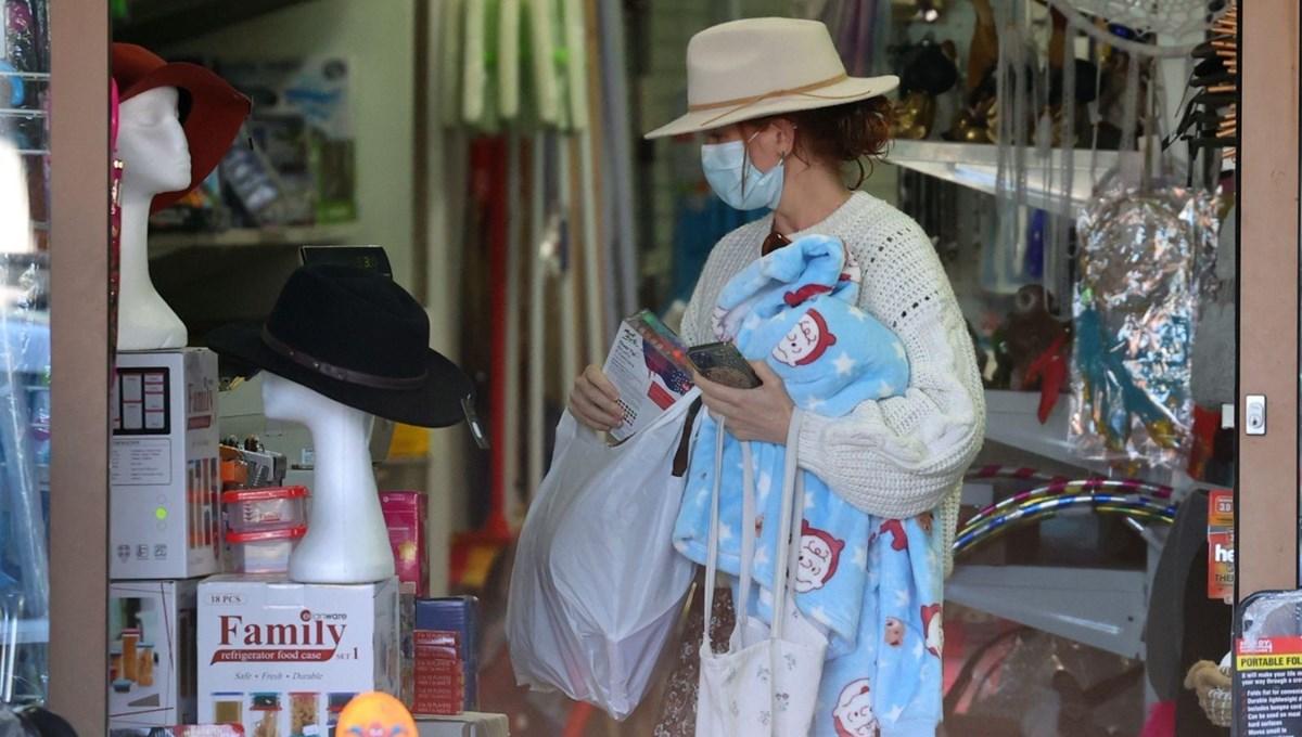 Avustralyalı yıldız Isla Fisher pijala alışverişinde