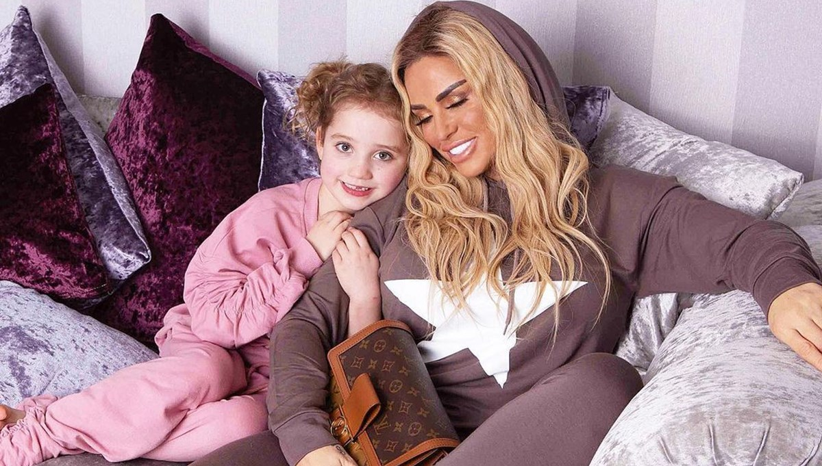 Katie Price altıncı kez anne oluyor