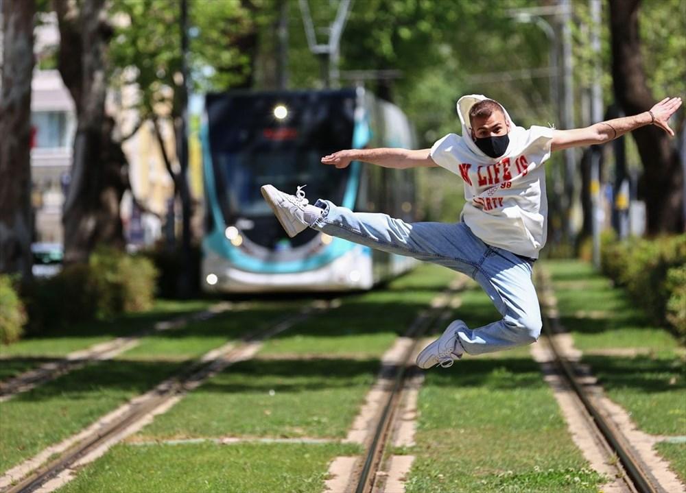 İzmir'de dansçılar meydanları sahneye dönüştürdü - 13