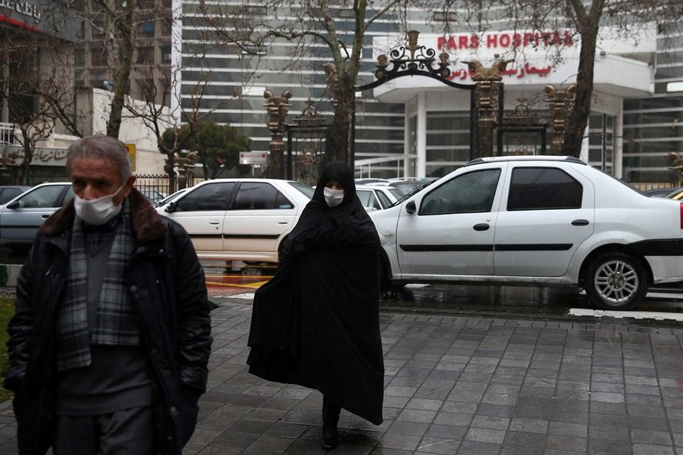 İran'da salgından korunmak için maske kullanımı artıyor