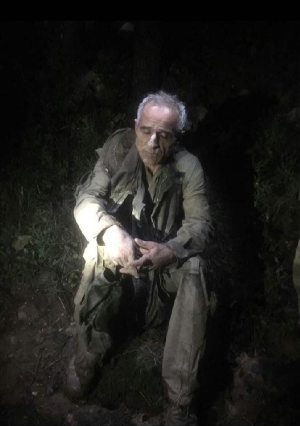 Jandarma ve polis özel harekat ekipleri, 9 saatlik çalışma ardından paraşütün bulunduğu yerin yaklaşık 500 metre uzağında uçağın pilotunu bitkin halde bulmuştu.