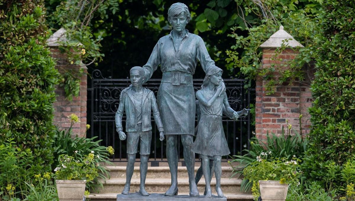 Prenses Diana'nın 60'ıncı doğum gününde Kensington Sarayı'nda heykelinin açılışı yapıldı
