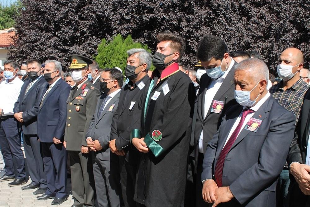 Manavgat'taki yangında ölen orman işçisi babasını cübbesiyle uğurladı - 5
