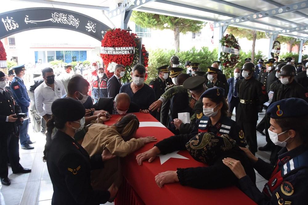 Şehit Teğmen Mehmet Kıvık, son yolculuğuna uğurlandı - 12