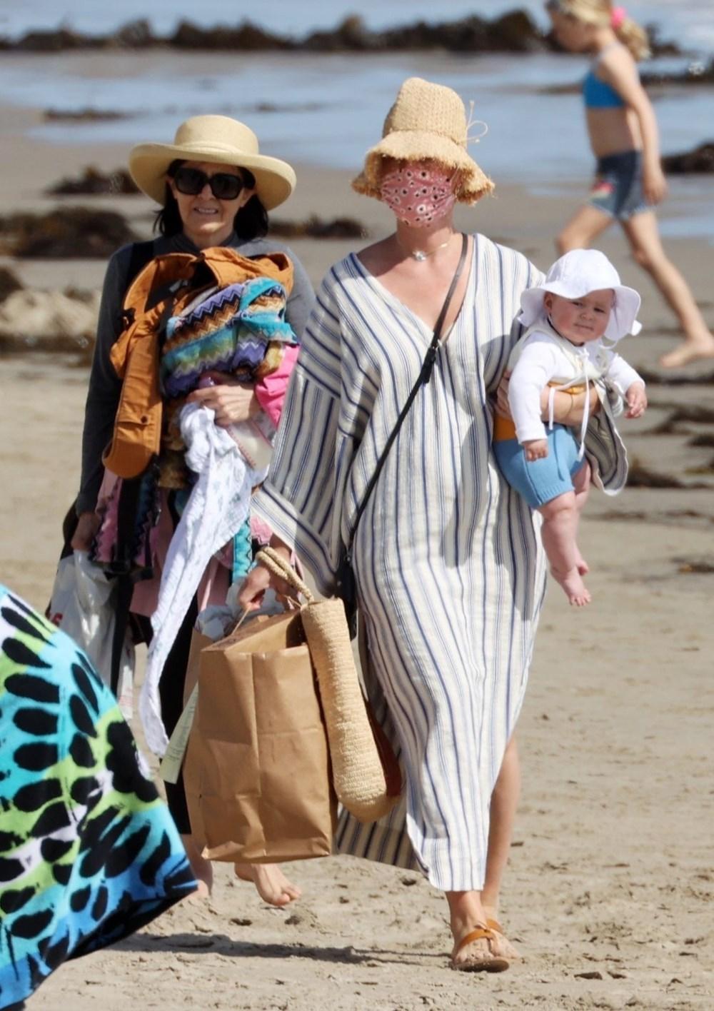 Katy Perry bebeğiyle plajda - Magazin Haberleri | NTV