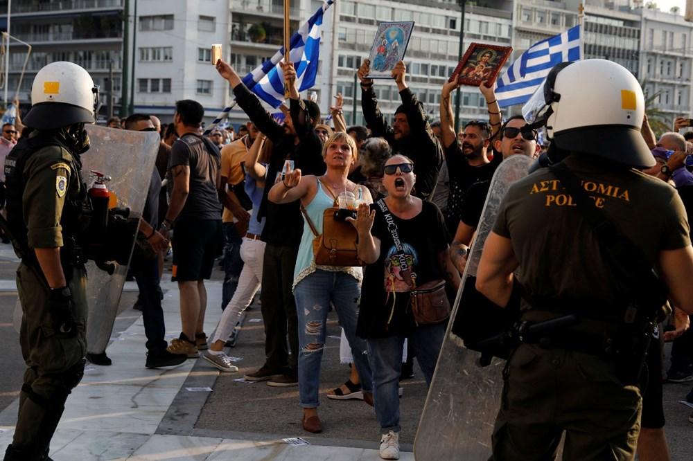 Yunanistan'da aşı karşıtları polisle çatıştı - 9