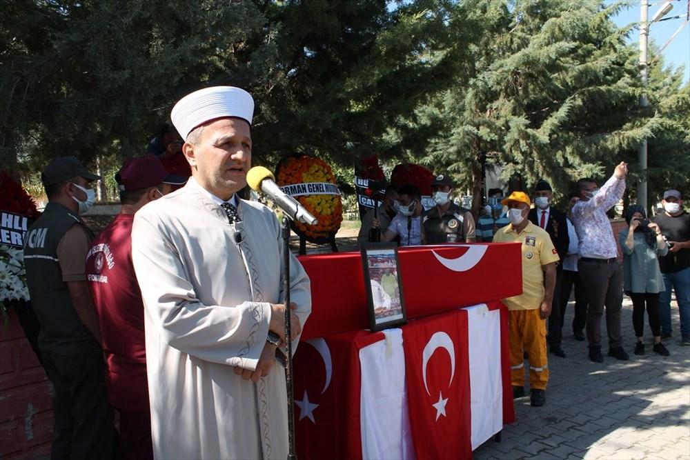 Manavgat'taki yangında ölen orman işçisi babasını cübbesiyle uğurladı - 8