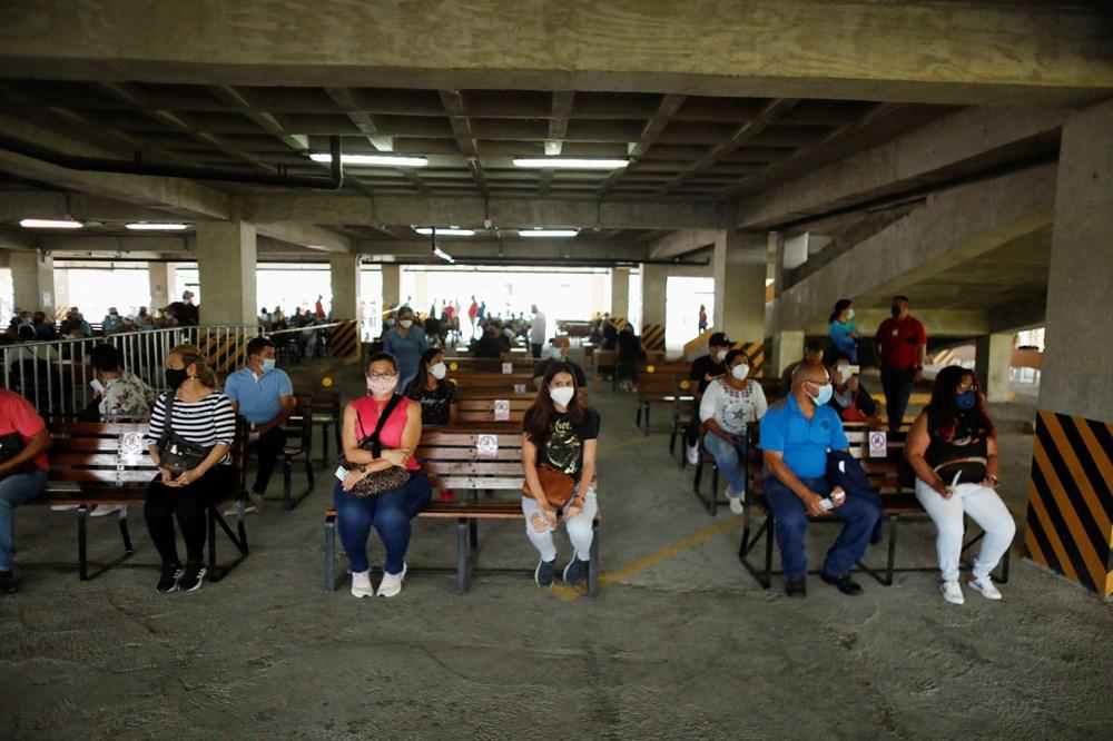 Venezuela'da aşılama başladı: 400 metre kuyruk - 6