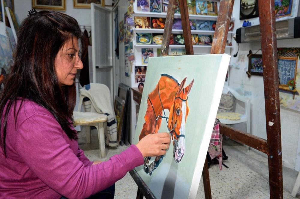 Hataylı ressam Perihan Çapar 'spatula' kullanarak eşsiz eserlere imza atıyor - 2