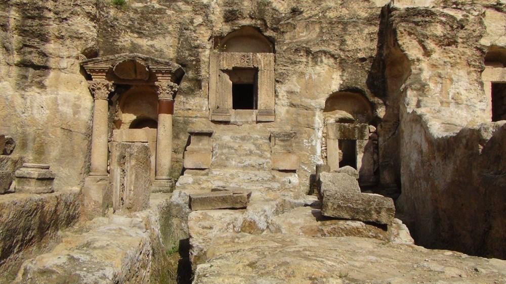 Şanlıurfa'da 2 bin yıllık tarihi kaya mezarları ziyarete açıldı - 10
