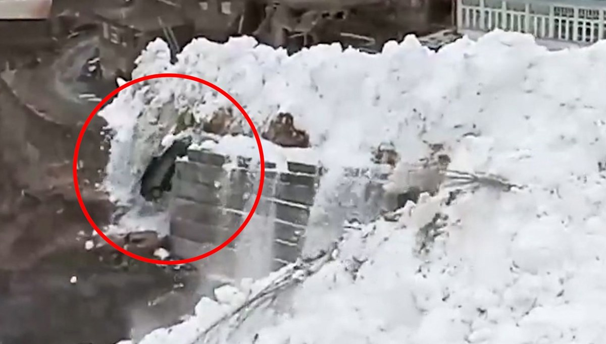 Avalanche moment on camera in Russia