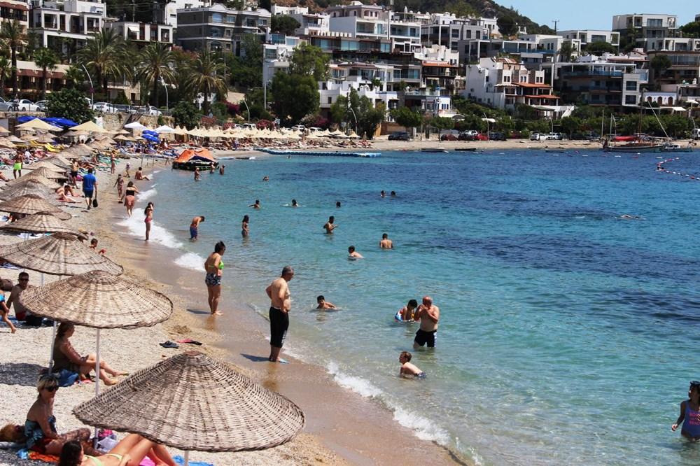 Hava sıcaklığının 32 dereceyi bulduğu Bodrum'da sahiller doldu taştı - 4