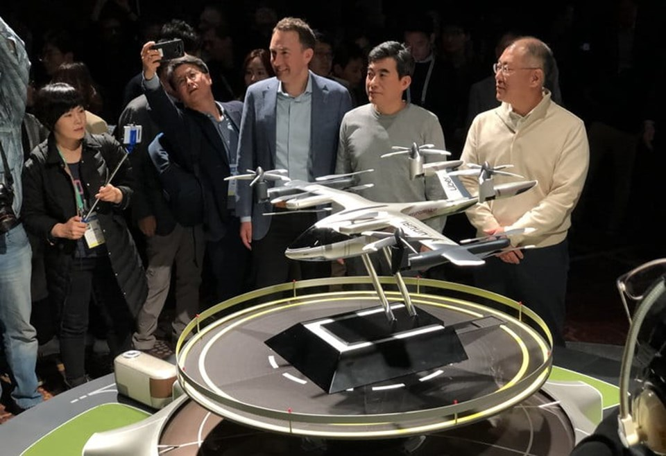 Consept tasarımı tanıtılan yeni hava aracı 100 km'ye kadar olan yolculuklar için.