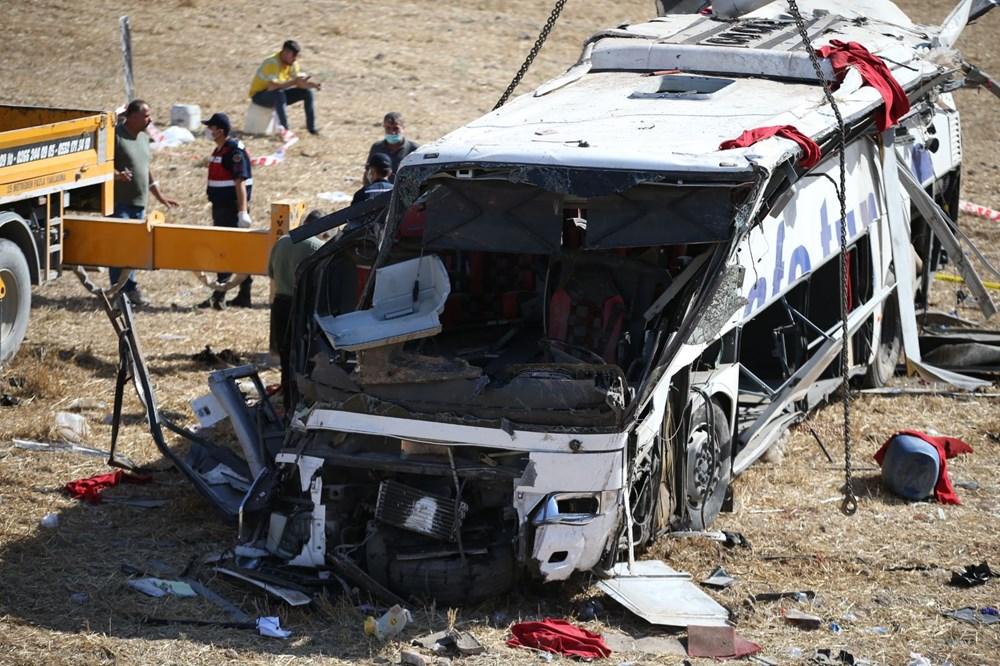 Balıkesir'de yolcu otobüsü devrildi: 15 kişi hayatını kaybetti - 36