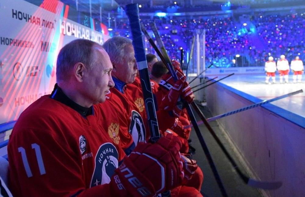 Putin'in renkli anları: Buz Hokeyi Gece Ligi'nin gala maçında sahada - 4