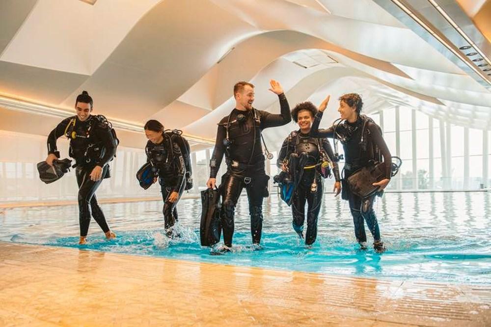 Dünyanın en derin yüzme havuzu Dubai'de açıldı: 60 metre derinliğe sahip - 5