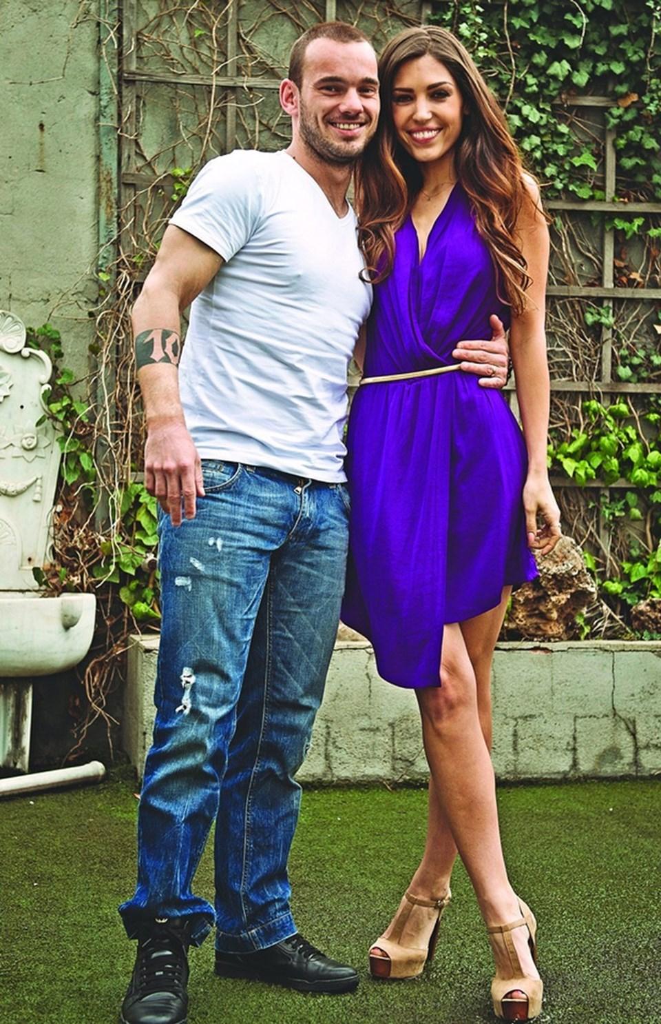 Sneijder ile model eşi Yolanthe Cabau 2009 yılında dünyaevine girdi.