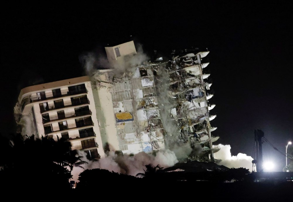 The rest of the collapsed building in Miami was demolished - 10
