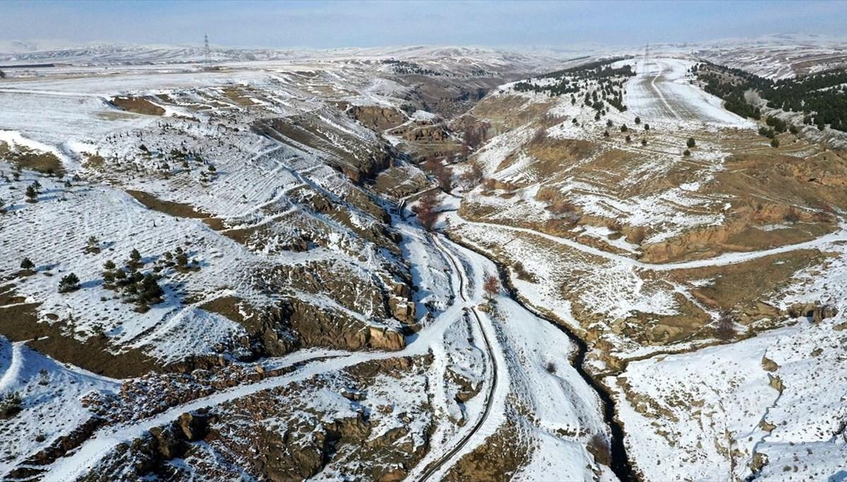Bitlis'te binlerce yıllık 400 mağara evin bulunduğu 'Madavans Vadisi' turizme kazandırılıyor