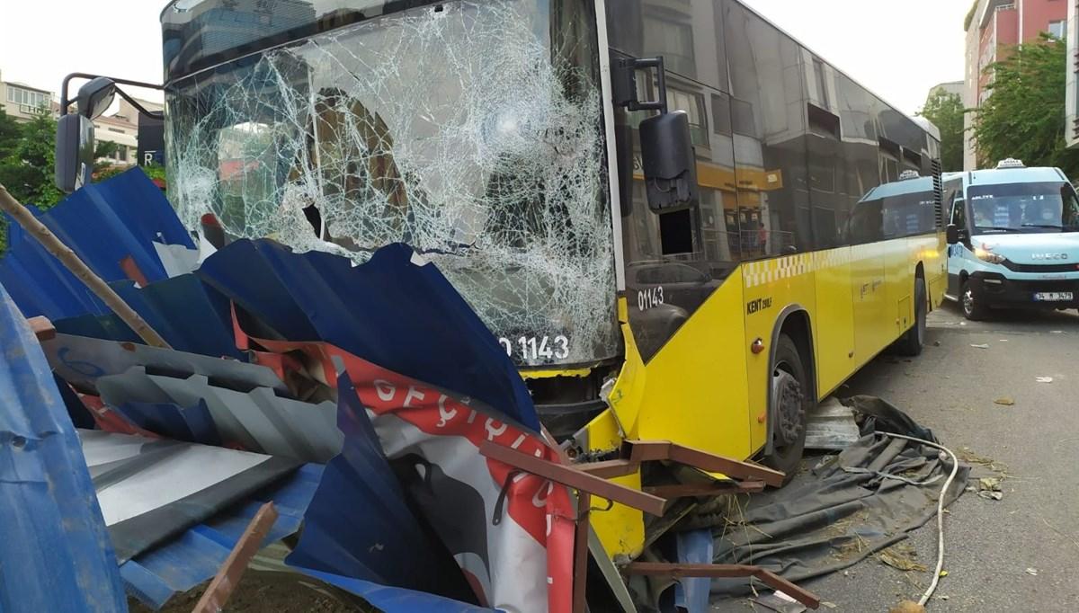Freni boşalan otobüs metro inşaatına çarptı