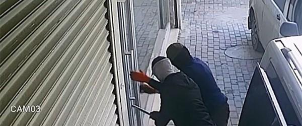 Çalışanlarının durduramadığı hırsızları elektronik kepenk durdurdu