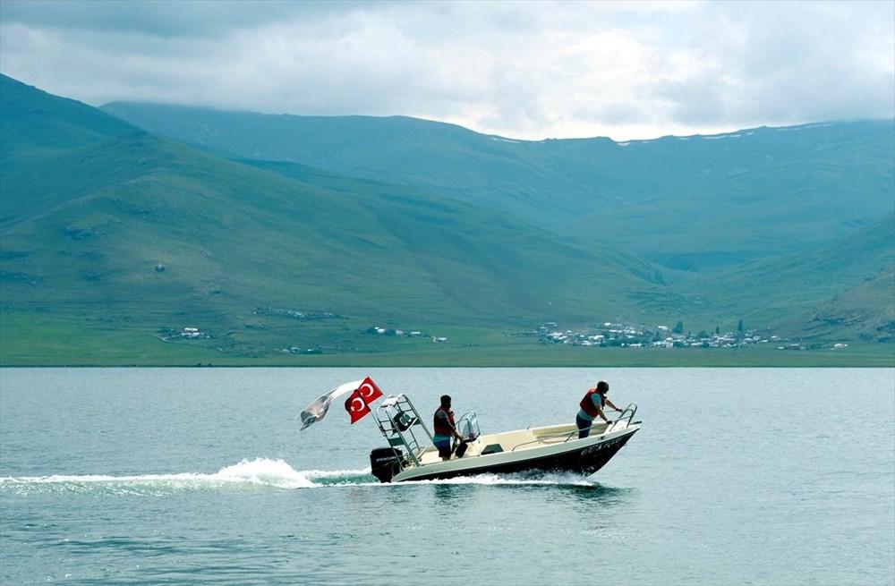 Çıldır Gölü'nde kışın atlı kızak, yazın tekne turu - 7