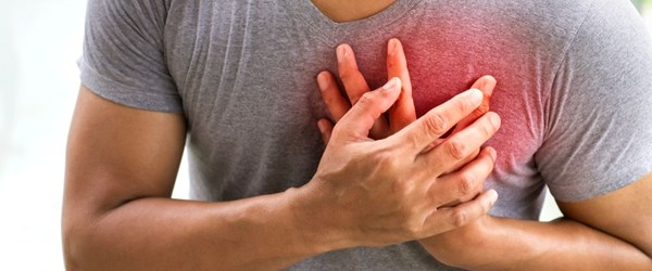 Göğüs ağrısı neden olur? İşte göğüs ağrısının 5 nedeni! (Her göğüs ağrısı kalp krizini düşündürmesin!)