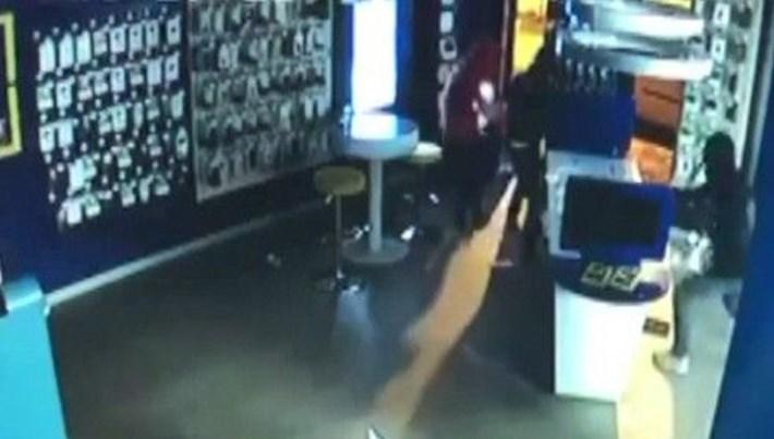 Bursa'da hırsızlar 50 saniyede işyerini böyle soydular