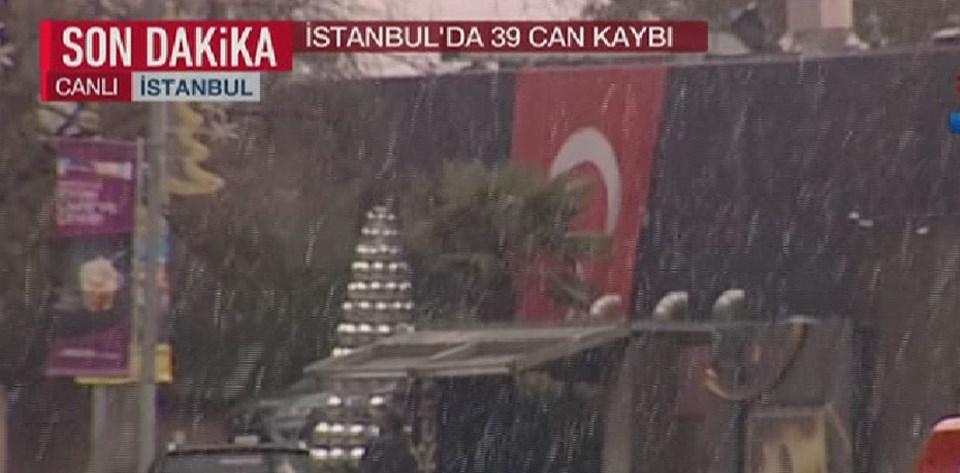 Saldırı sonrası gece kulübünün duvarına Türk bayrağı asıldı.