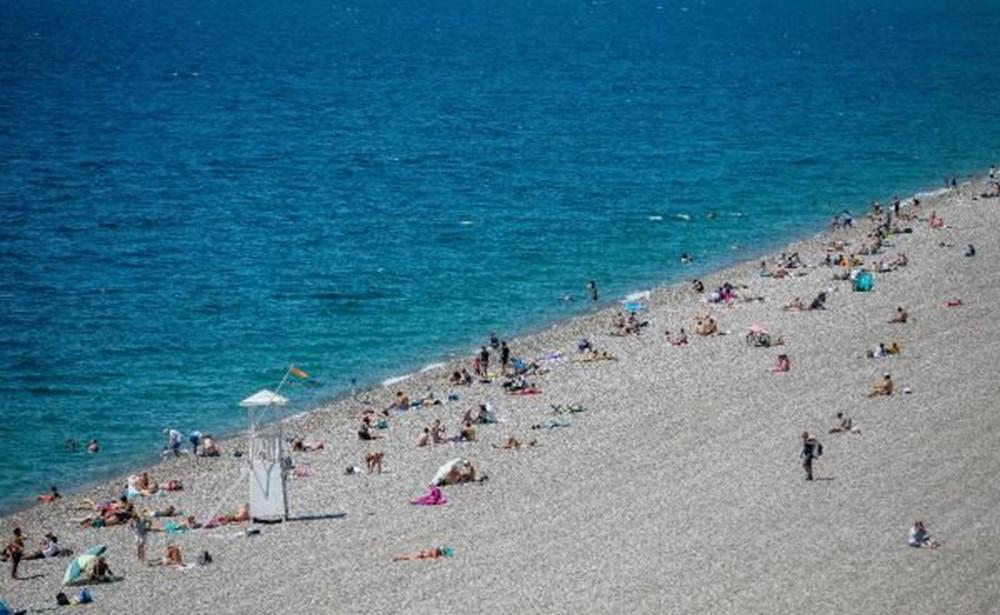 Tam kapanma bitti: Antalyalılar sahile akın etti - 6
