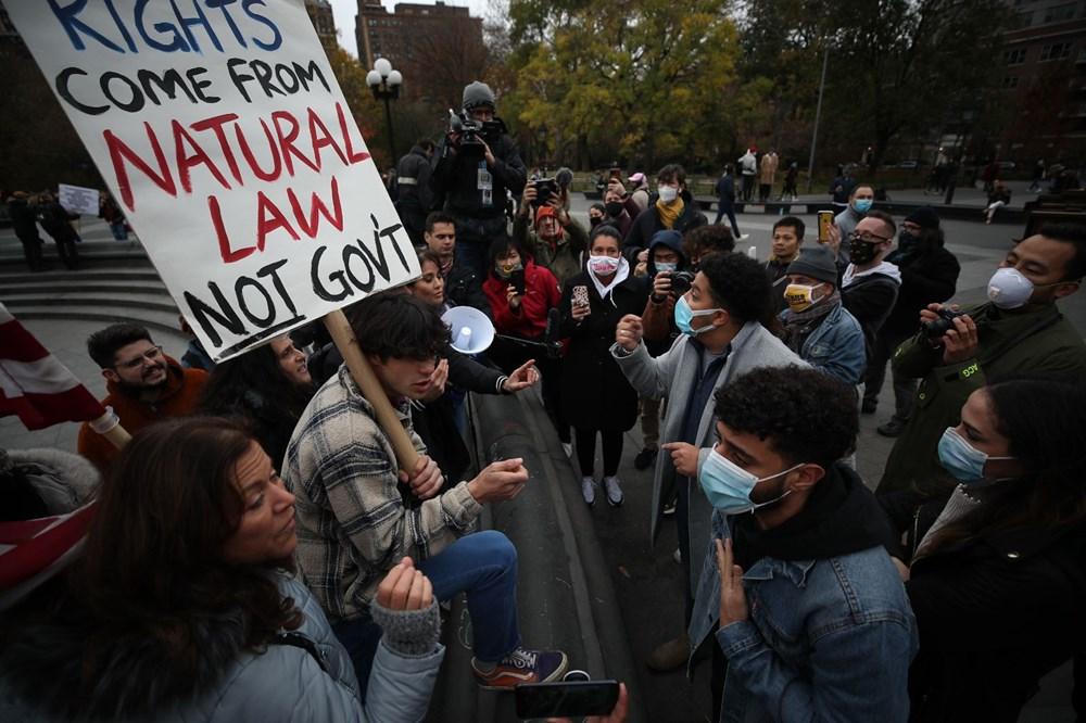 New York'ta karantina karşıtları maske yaktı - 12