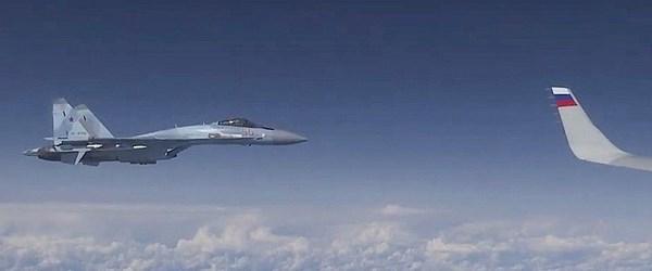 Rusya, Şoygu'nun uçağına yaklaşmaya çalışan NATO uçağının görüntüsünü yayımladı