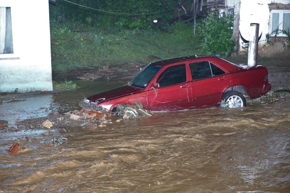 Düzce'de dere taştı, yol çöktü: Kentte sağanak etkili oldu - 16
