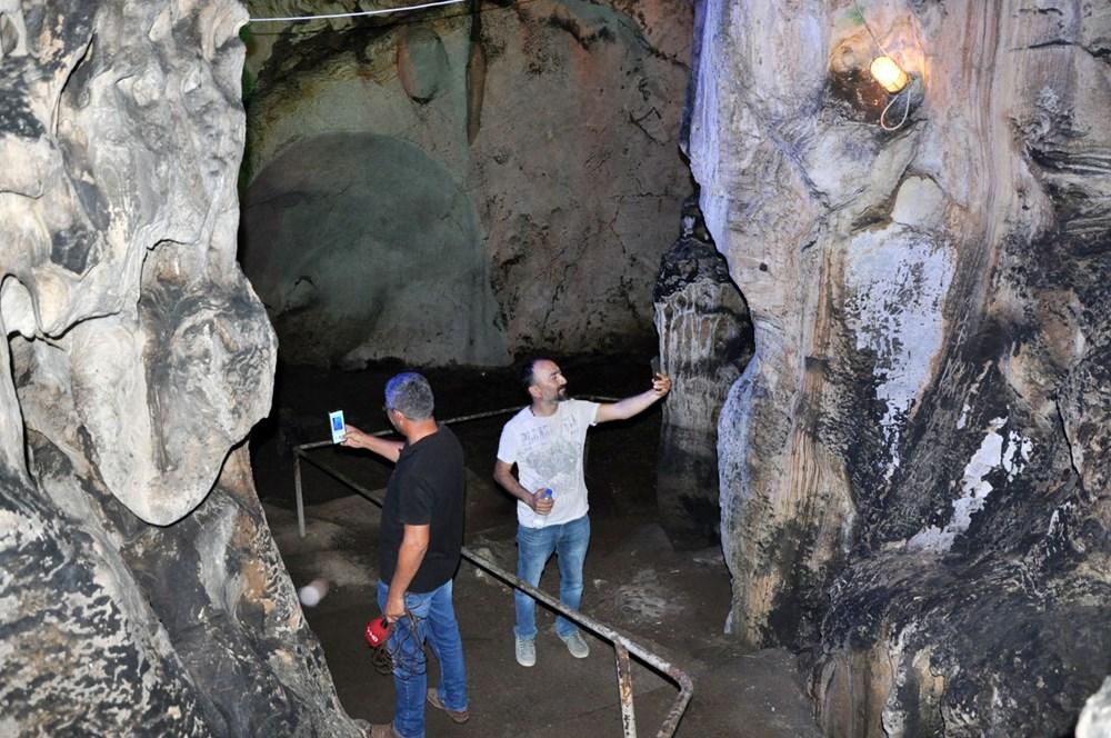 5 milyon yıllık Yalan Dünya Mağarası'nın duvarlarını 'aşıklar' tahrip etti - 7