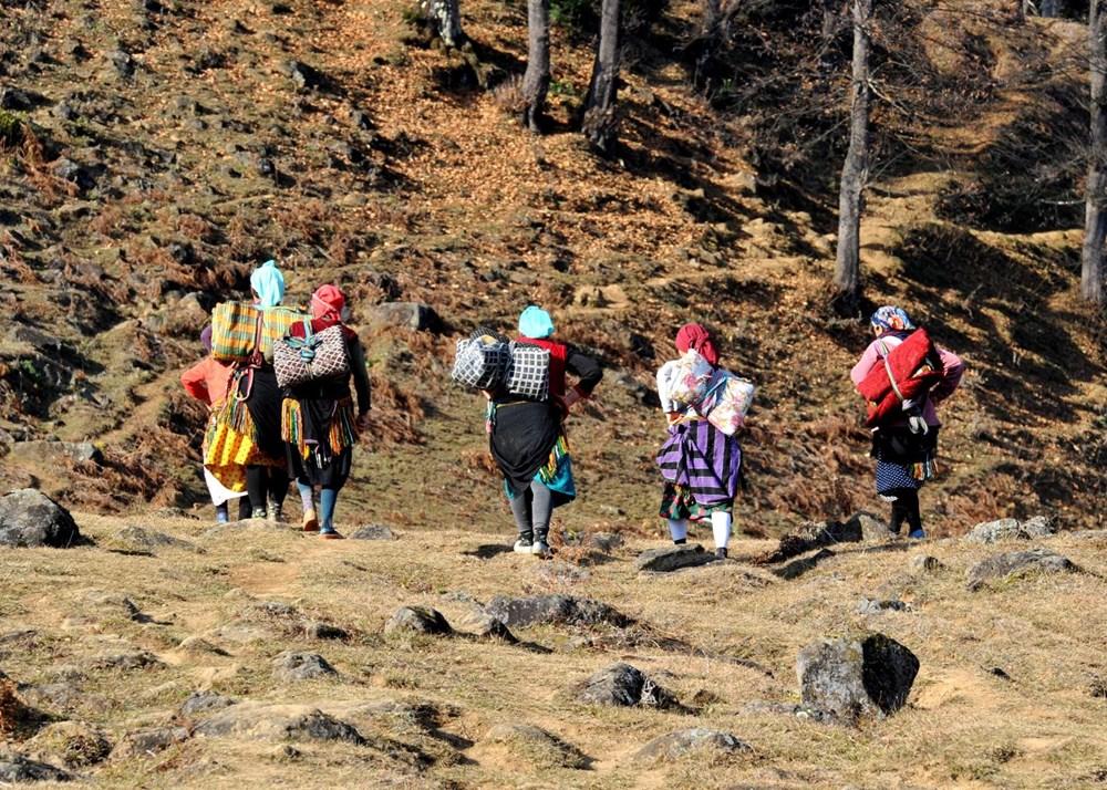 Karadeniz'in çalışkan kadınları: Köy toplansa evde tutamaz - 6