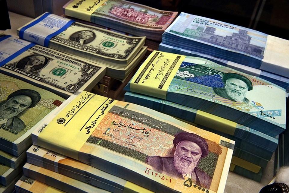 İran, ABD ambargosu sonrası vatandaşa döviz alımında sınırlama getirdi. Para birimi riyal son 2 ayda %50'ye yakın değer kaybetti.