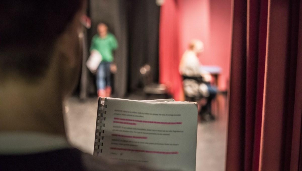 Bakanlık: Tiyatro sanatçılarının bilgileri Sağlık Bakanlığı ile paylaşılacak