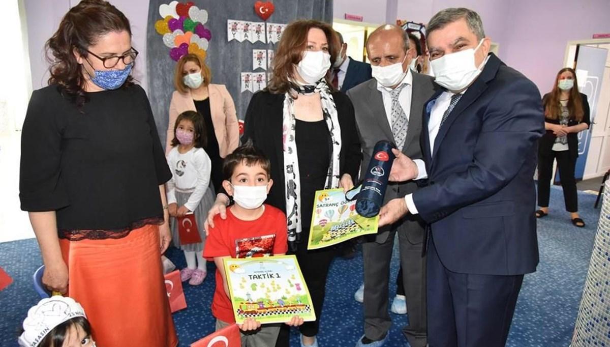 İTÜ ETA Vakfı Doğa Koleji, 182 okula 3 bin 350 adet satranç kitabı bağışladı