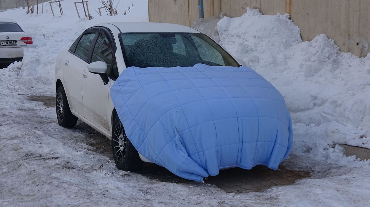 Eksi 20 derecede araçlara naylon ve battaniye koruması
