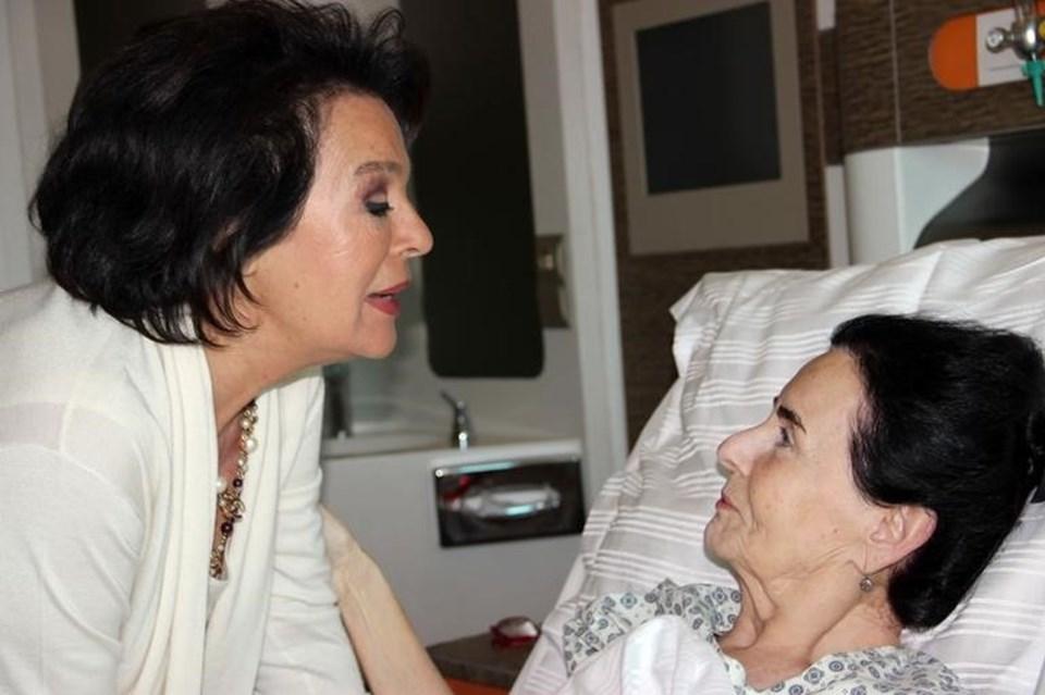 Girik'i ameliyat sonrası Hülya Koçyiğit hastanede ziyaret etmişti.
