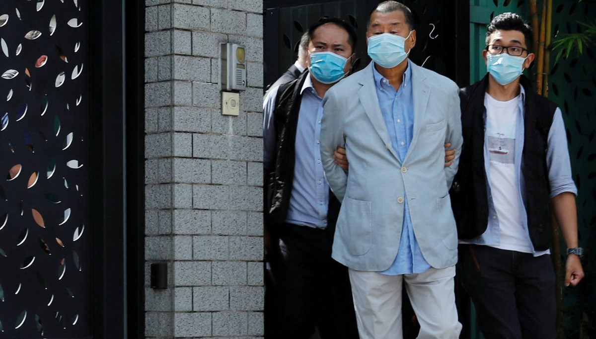 Hong Kong'da medya patronuna gözaltı