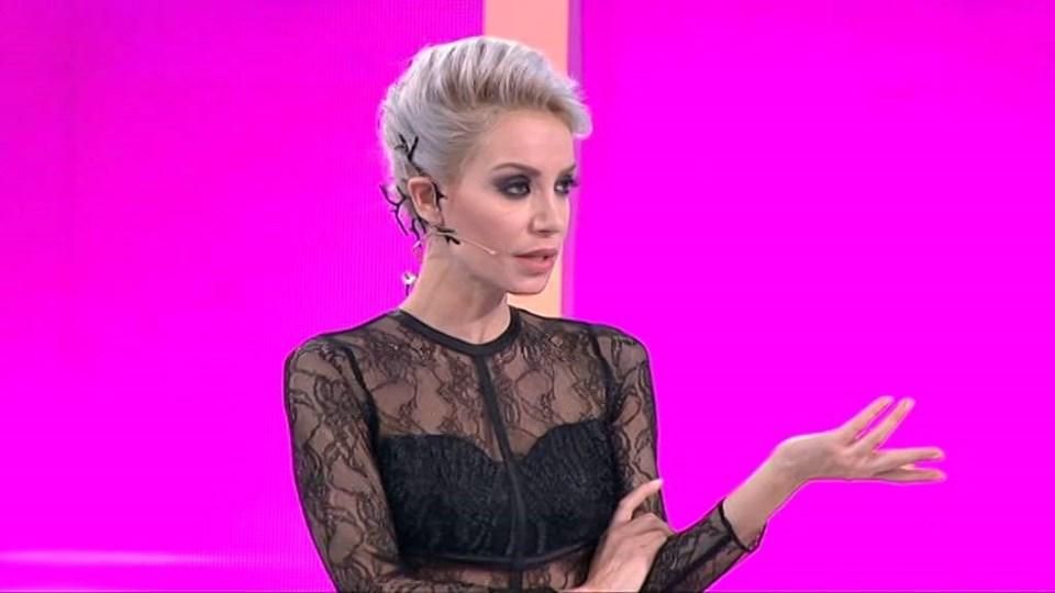 """2014'te """"Bu Tarz Benim"""" adıyla başlayan yarışmayla ekrana dönen Serter """"İşte Benim Stilim"""" adını alan programın sunuculuğunu üstlenmeye devam ediyor."""