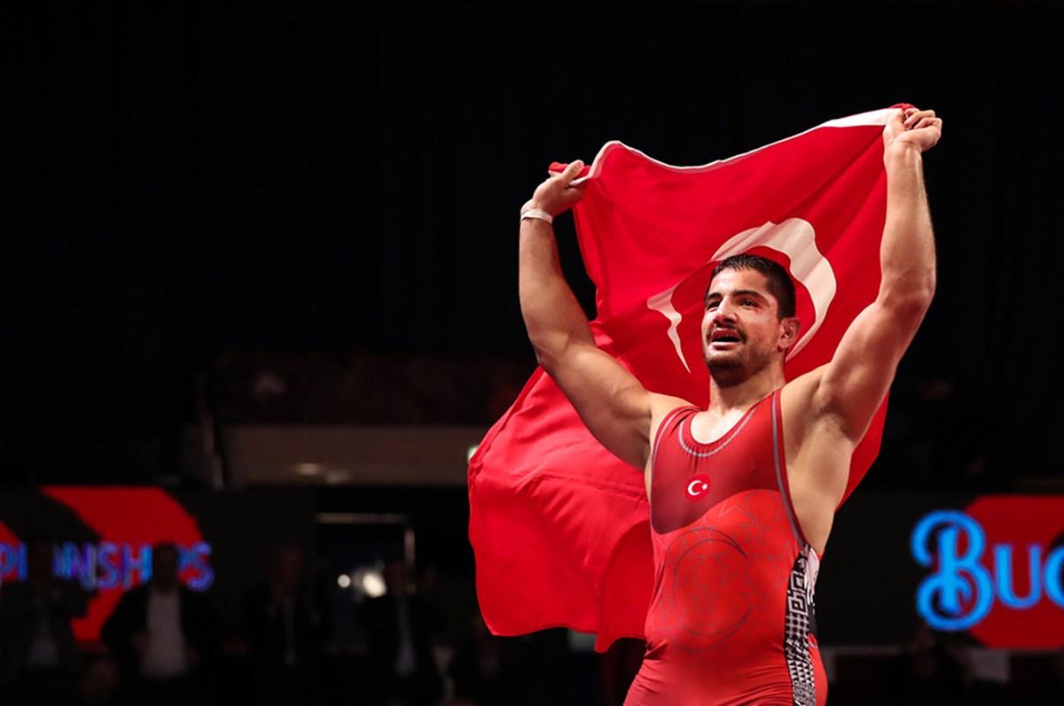 Milli güreşçi Taha Akgül, dünya üçüncüsü oldu