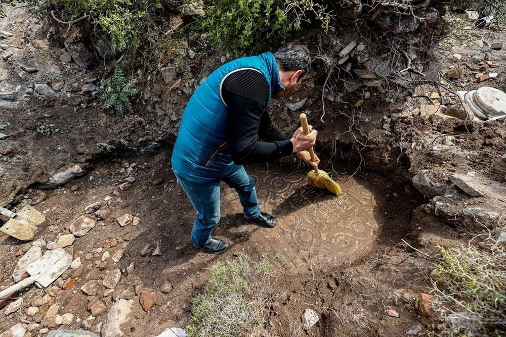 İzmir'de kaçak kazı sırasında manastır ve 1500 yıllık mozaik bulundu - 12