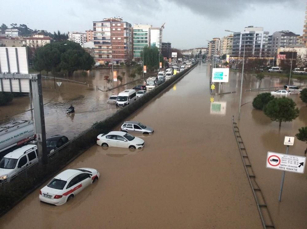 İzmir'i sel vurdu: 2 can kaybı - 29