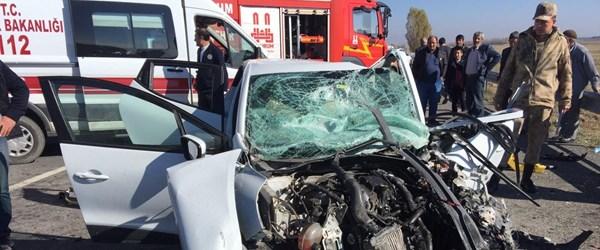 Erzurum'da otomobil TIR'la çarpıştı: 3 ölü, 1 yaralı